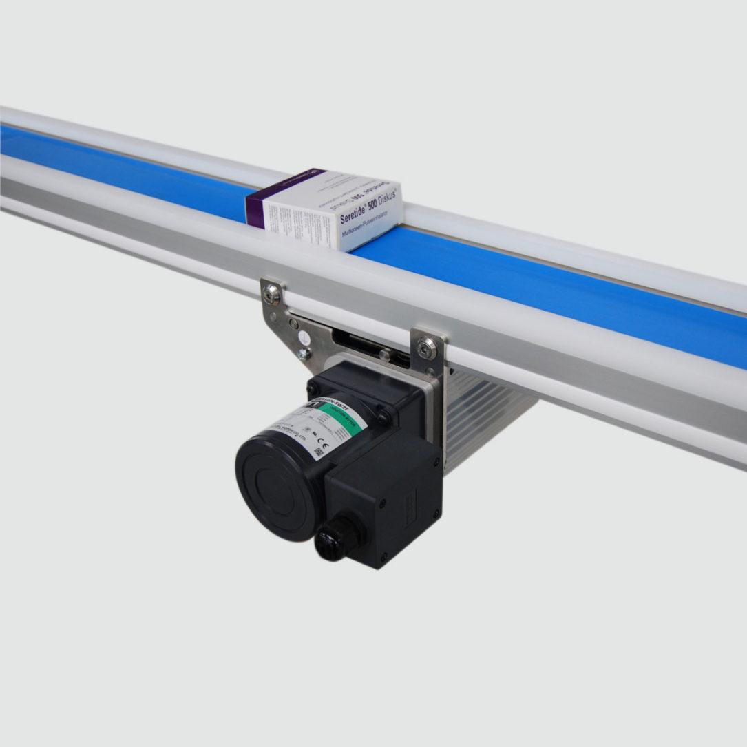 Das Reinraum-Transportband TBR ist für Reinraumklasse ISO-5 zertifiziert. - The TBR cleanroom conveyor was ISO-5 cleanroom certified.