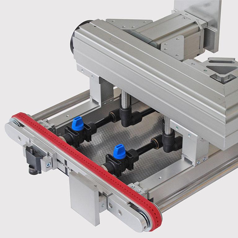 Vakuum-Transportband - Führung des Vakuumanschlusses mit Quick-Set-Komponenten. - Vacuum conveyor the guide of the vacuum connection using quick-set.
