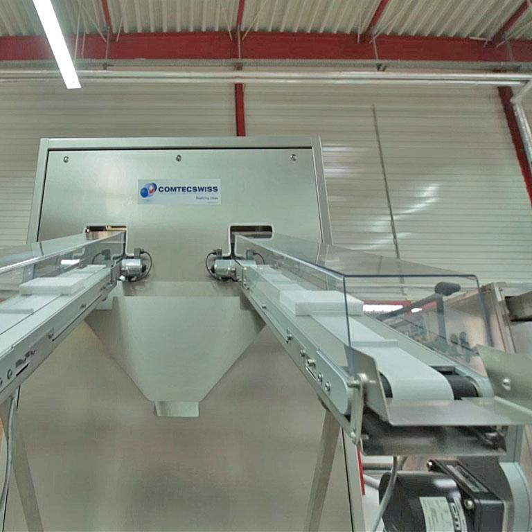 Förderbänder mit Trockeneisblöcken. - Conveyors with dry ice blocks.