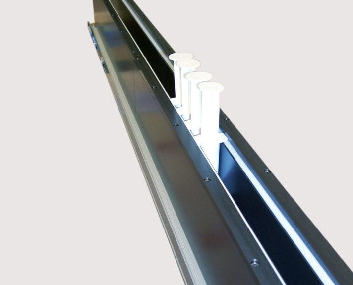 Kleintransportband für Spritzentransport. - Minidrive conveyor for transport of syringes.
