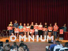 Reconeixement d'Òmnium Cultural als participants locals del Premi Sambori, a l'auditori Joan Cererols