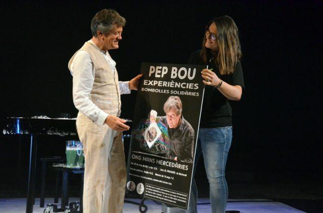 Pep Bou rep l'obsequi del cartell de l'ONG