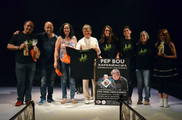 Pep Bou rep la samarreta de l'ONG Mans Mercedàries