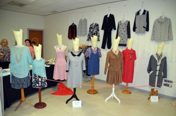 Exposició a El Círcol. Final de curs de l'Escola Municipal de Costura i Patronatge