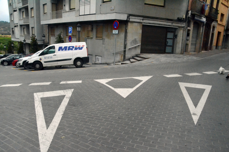 Plaça Germanes Maestre. Confluència del carrer de Josep Anselm Clavé i Revall