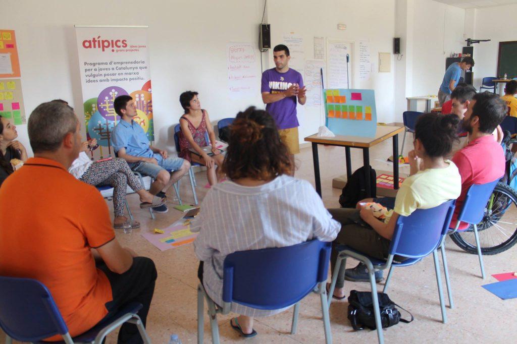 Reunió de treball dels joves del projecte Atípics