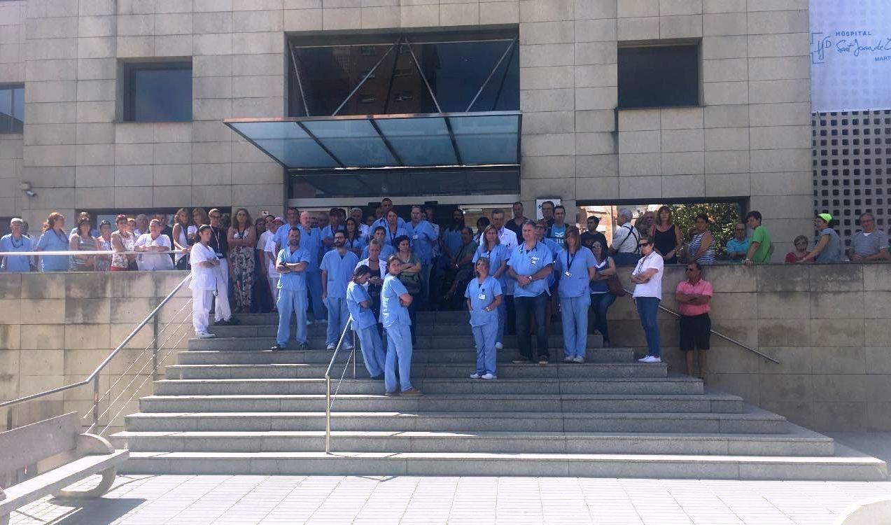 Minut de silenci a l'Hospital Sant Joan de Déu. atemptat de Barcelona 17 d'agost
