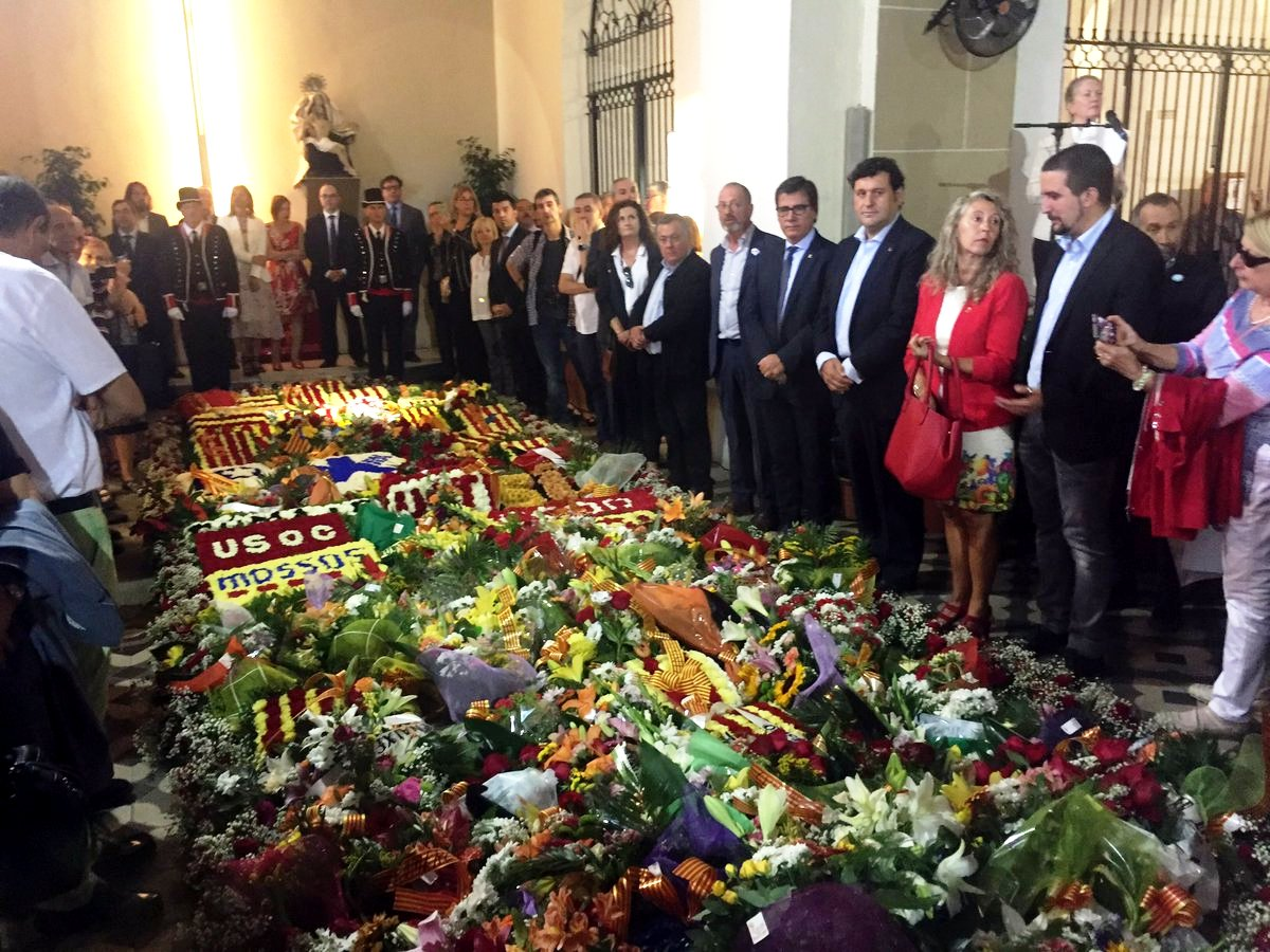 Ofrena floral a la tomba de Rafael Casanova