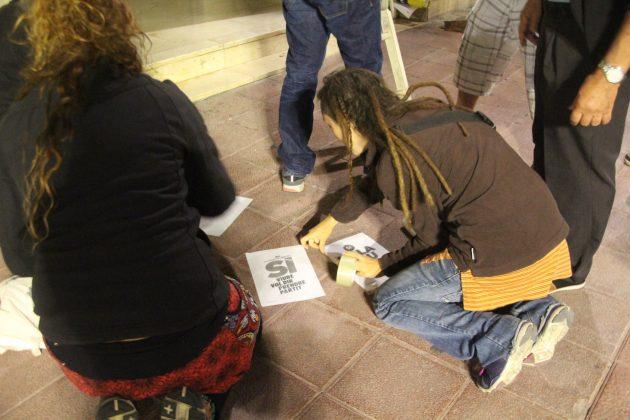 Enganxament de cartells a Martorell