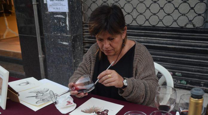 Festa del Roser 2017. Demostració de pintura amb vi a càrrec de Marta Arañó.