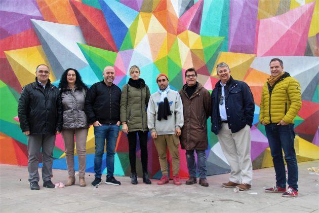 Okuda San Miguel i l'equip de govern, a la plaça de les Cultures. IntARTvencions
