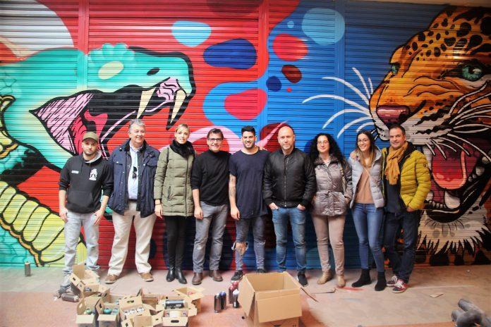 L'equip de govern amb els autors Marc i Ray 27. Centre Cultural. IntARTvencions
