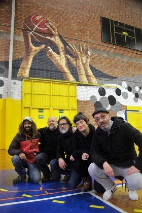 Alejandro Fernández, Paco Arasa, Gonzalo Alonso, Mho Dueñas i Eduardo Hermida, davant la seva creació a 'IntARTvencions'
