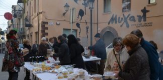 Cuina i mercat solidaris de l'associació de veïns del barri del Pont del Diable