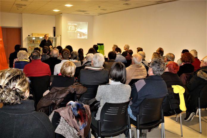 Alfred Mauri, vicepresident del CEM. Xerrada 'Retrobem la vil·la romana de Martorell' a El Círcol. Òmnium Cultural