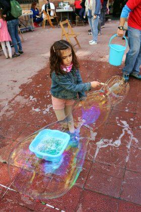 Tallers infantils a la Fira de la Cooperació. Dia de la Cooperació al Desenvolupament