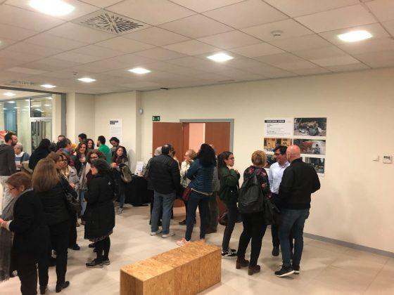 Inauguració de l'exposició del L'alcalde Xavier Fonollosa a la Taula rodona del Dia de la Cooperació al Desenvolupament