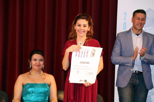 Mar Esteve rep el Premi del públic. Final del 2n Concurs de Cant Josep Palet