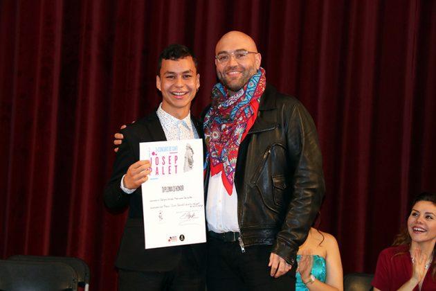 El contratenor Xavier Sabata lliura el premi premi Joan Cererols al millor intèrpret de música antiga a Sergio Andrés Monsalve