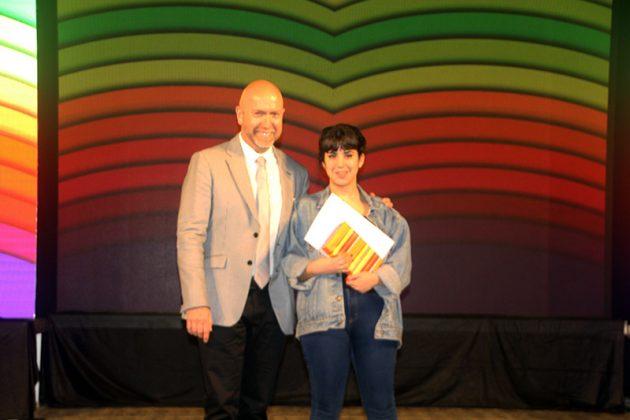 43è Premi Vila de Martorell. El regidor Sergi Corral i la premiada Laura Tella
