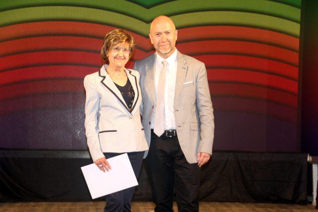 43è Premi Vila de Martorell. El regidor Sergi Corral i la premiada Montserrat Barlam