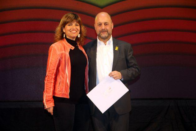 43è Premi Vila de Martorell. La regidora Núria Canal i el premiat Francesc Xavier Borràs