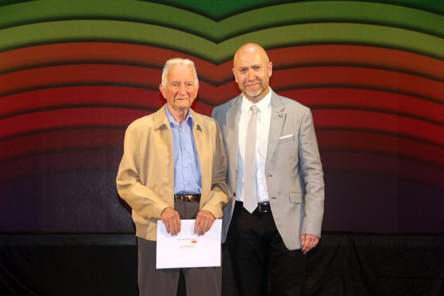 43è Premi Vila de Martorell. El regidor Sergi Corral i el reconegut Antoni Folqué
