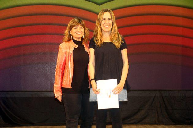 43è Premi Vila de Martorell. La regidora Núria Canal i la premiada Berta Florés