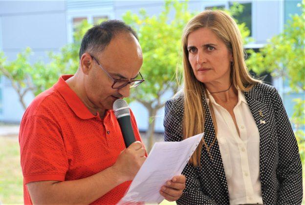 Toni, usuari Arc de Sant Martí, i Rosa Cadenas, gerent de la fundació