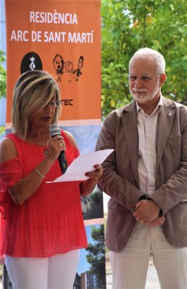 Juani González, presidenta Arc de Sant Martí, i Eliseu Oriol, director dels Serveis Territorials de Treball, Afers Socials i Famílies de la Generalitat de Catalunya
