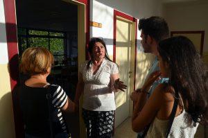 La directora Maria Scanlan durant la jornada de portes obertes a l'EOI