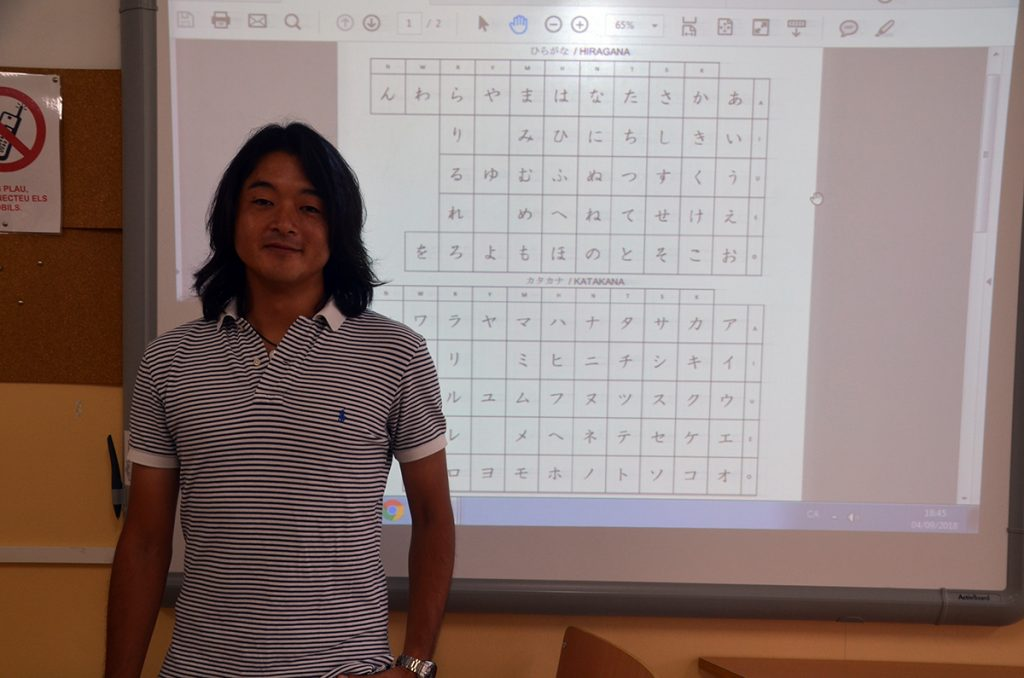 Professor i aula de japonès a l'EOI