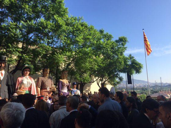 L'alcalde Xavier Fonollosa i la regidora Míriam Riera a l'ofrena de Sant Boi