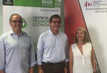 El regidor LLuís Amat, l'alcalde Xavier Fonollosa i la gerent de la Fundació Laboral, Lucía López