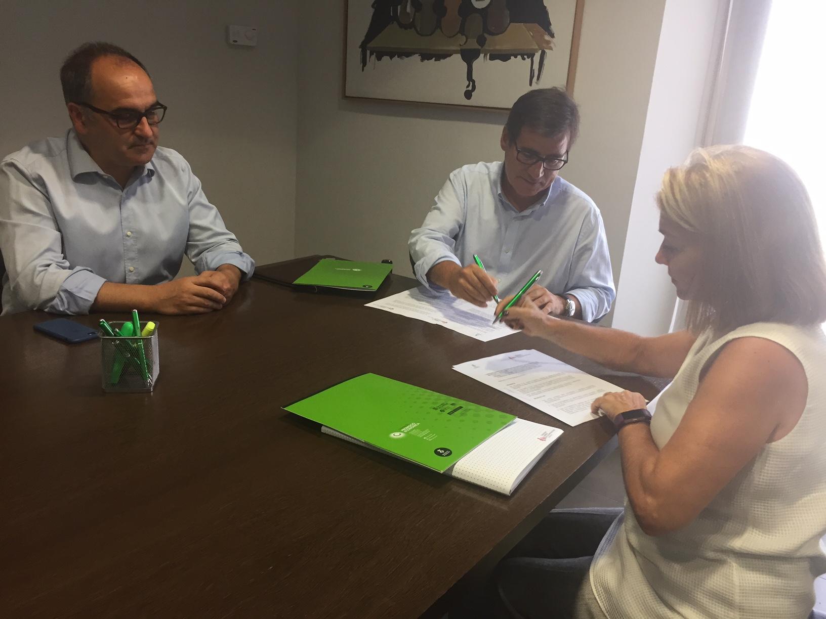 Signatura conveni Fundació Laboral