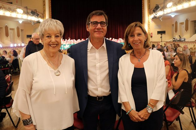 Sopar benèfic de Catalunya Contra el Càncer a Martorell. Montserrat Campmany, Xavier Fonollosa i Cristina Salat