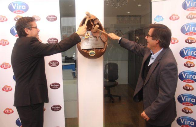 Inauguració de l'ampliació de Vira Brands. Marc Ramon i Xavier Fonollosa