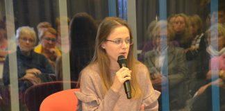 La conferenciant Esther Viñas