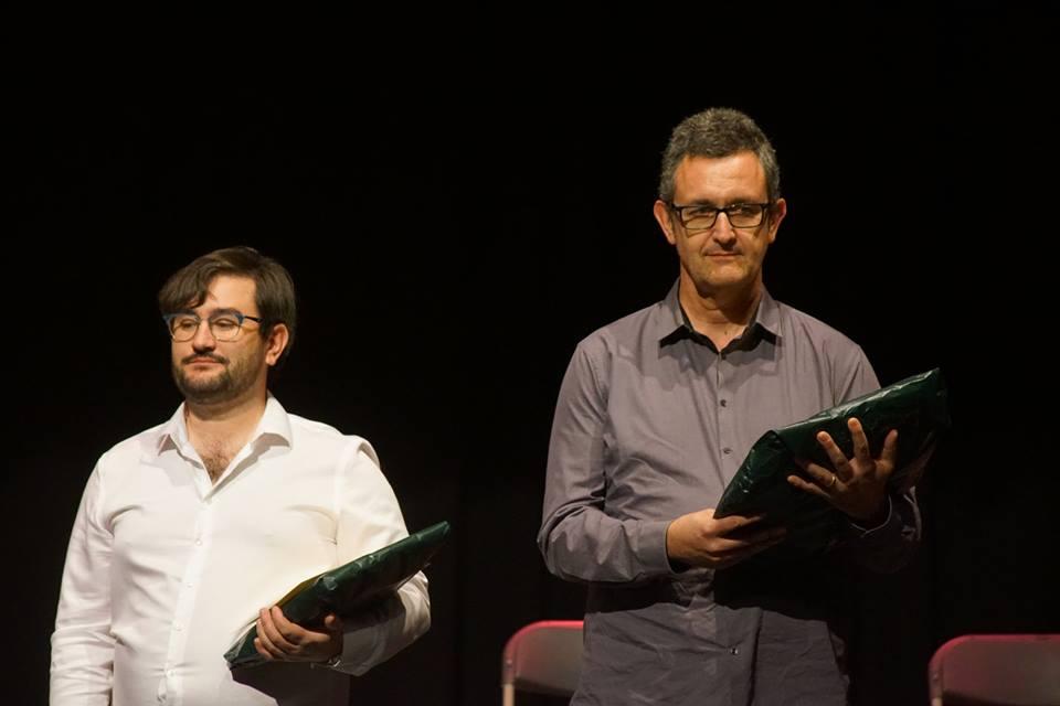 Gasulla -a la dreta- recollint el premi, al costat de Lluc Vizentini, guanyador del premi popular (Foto: Pierre Vizentini)