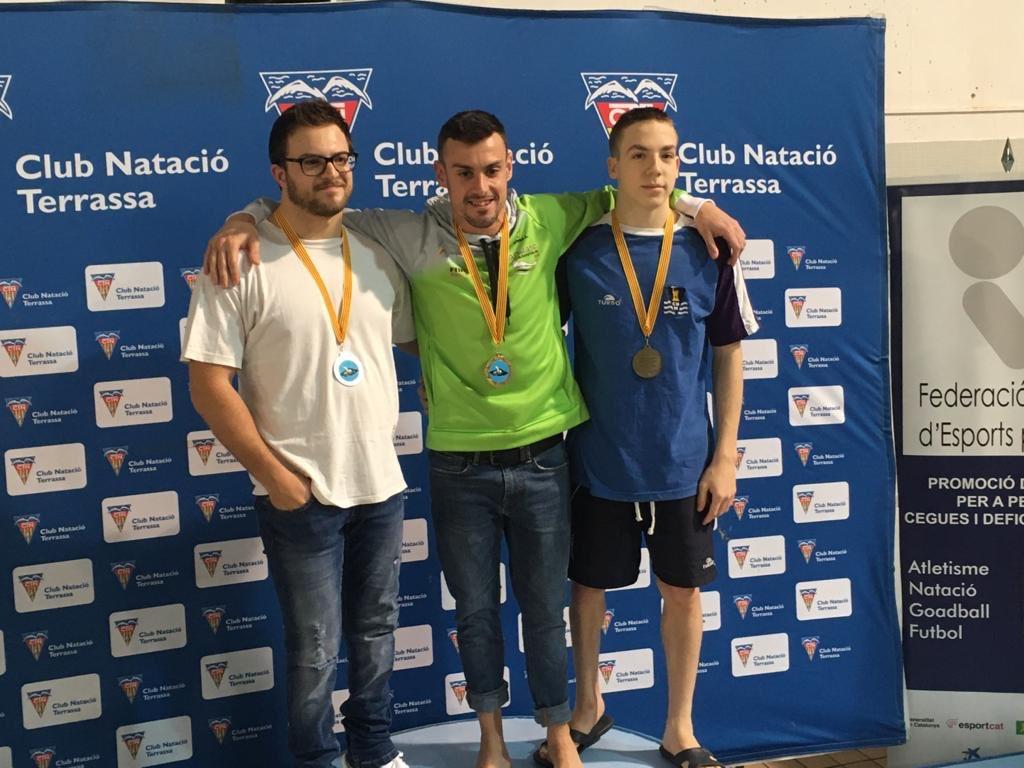 Pol Sallent (dreta), al Campionat de Catalunya de Natació Adaptada 2020