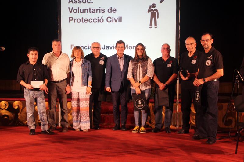 Santi Nolla, homenatjat a la 22a Trobada d'Entitats, és el segon començant per la dreta