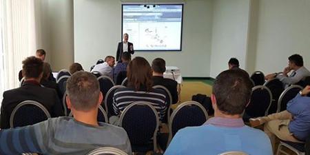 Die Teilnehmer bei der Veranstaltung in Budapest kamen aus Rumänien, Slowenien und Ungarn, um sich über TecRMI zu informieren.