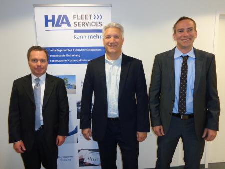 Markus Diesch (Sales Manager Fleet & Leasing bei TecAlliance, rechts im Bild) freut sich, dass die Qualität der TecRMI Daten Matthias Rotzek (Geschäftsführer HLA Fleet Services, links im Bild) und Roland Bauer (Leitung Technischer Service HLA Fleet Services, Mitte) überzeugt hat.