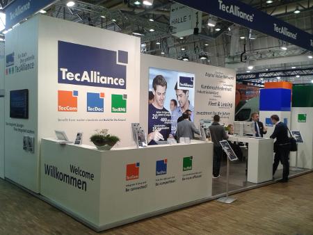 Der TecAlliance Messestand verdeutlichte das Zusammenspiel der integrierten Lösungen von TecCom, TecDoc und TecRMI.