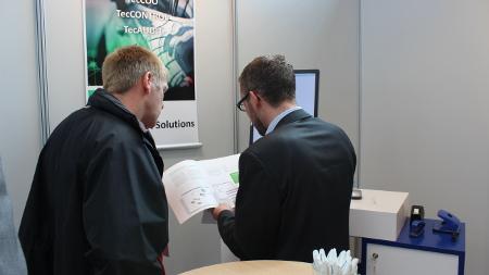 Christian Bergmann (Director Sales Fleet & Leasing der TecAlliance GmbH, rechts im Bild) beim bfp Fuhrpark-FORUM