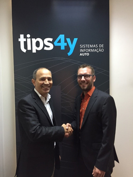 Pedro Barros, Managing Partner of TIPS 4Y (left) with Christian Bergmann, Director of Sales Fleet & Leasing at TecAlliance.