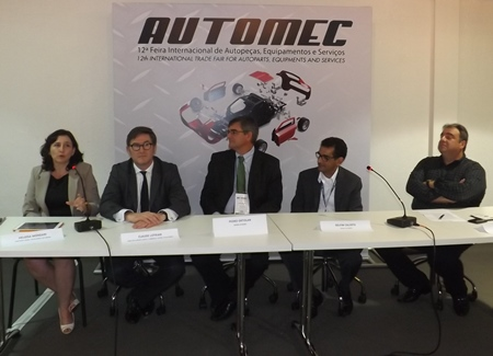 From left to right: Heloísa Monzani (Regional Sales Director Brazil, TecAlliance), Claude Lotrian (Director Western Europe & Latin America, TecAlliance), Pedro Geraldo Ortolan (Sales and Marketing Aftermarket Director, MANN+HUMMEL), Delfim Calixto (Aftermarket Vice-president Latin America, Bosch) and Antonio Fiola (President, Sindirepa) at the press conference on 8 April 2014 in São Paulo.