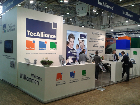 The TecAlliance exhibition stand shows the interplay among the integrated solutions from TecCom, TecDoc and TecRMI.