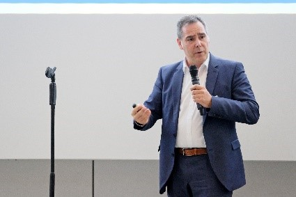 Jürgen Mehlis, EVP Solution & Platform Management, ha rappresentato TecAlliance in occasione dell'evento di lancio e ha presentato il primo esempio d'applicazione.