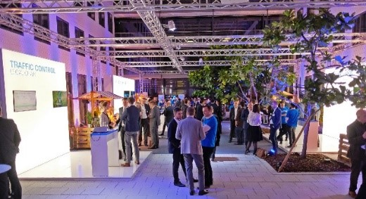 Im Anschluss an die Live-Demo nutzten die Gäste in inspirierender Marktplatzatmosphäre die Gelegenheit, sich in direkten Gesprächen über Caruso zu informieren und sich miteinander auszutauschen.